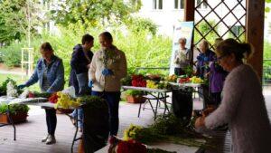 Warsztaty florystyczneZKWIATAMI NAM DOTWARZY– fotorelacja