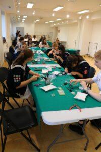 """Warsztaty Biżuteria DIY w ramach projektu """"Dla każdego coś dobrego"""" – fotorelacja"""
